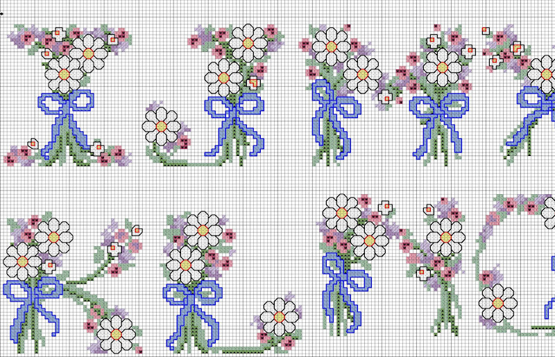 Schema punto croce alfabeto con fiorellini (2)